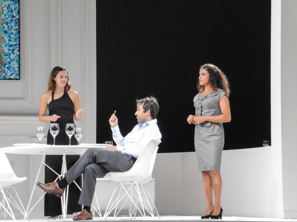 Geächtet am Residenztheater mit Isabelle Redfern
