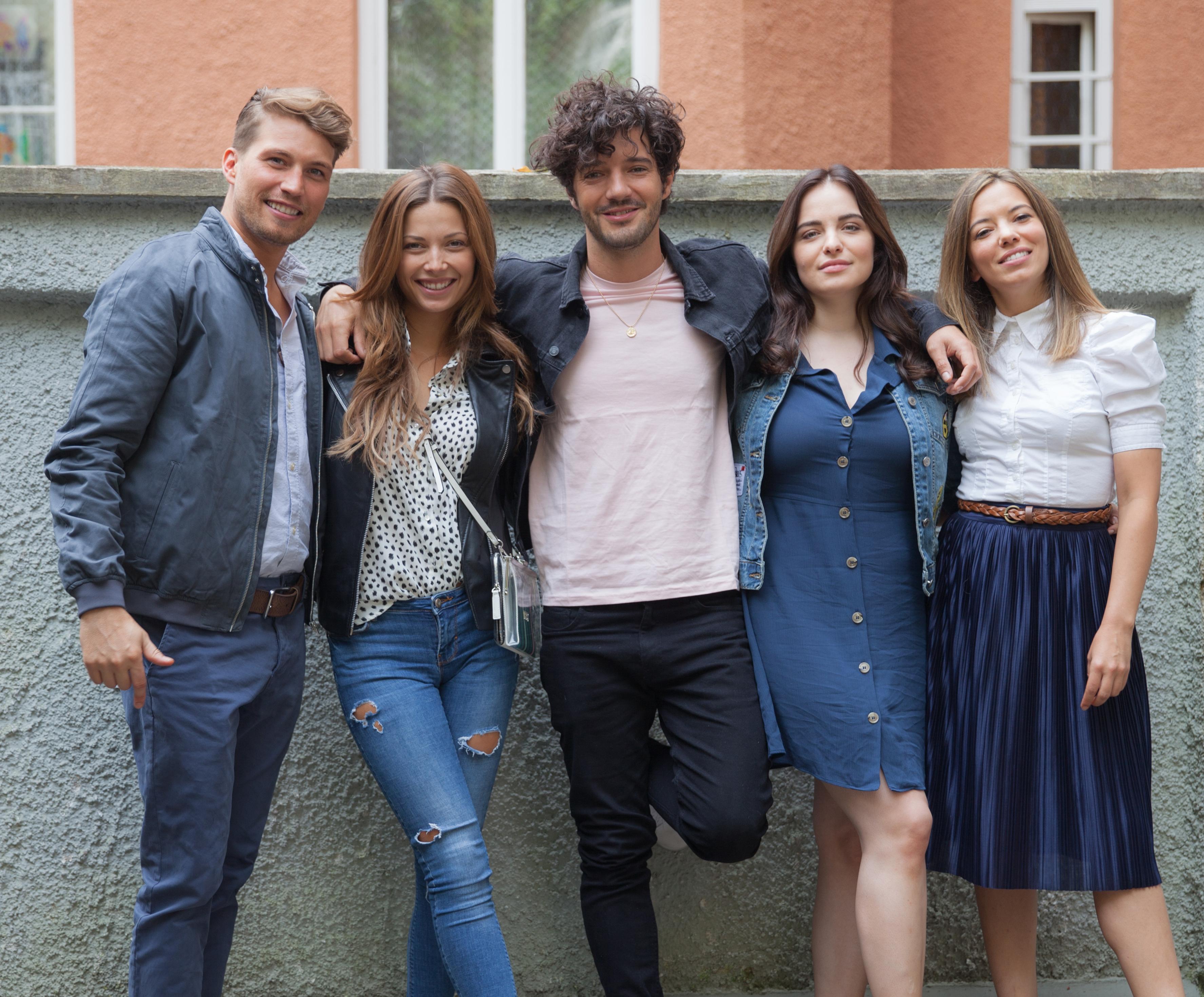 Gianna Valentina Bauer - 5 Singles in der Single-Hauptstadt München