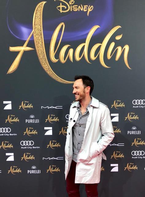 Arne Stephan als Stimme von Mena Massoud
