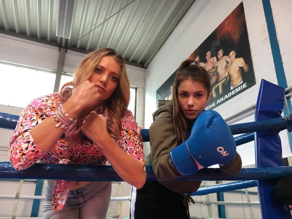 Vivien Sczesny in einer neuen Sitcom mit Hanna Plaß