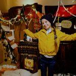 Úna Lir als Weihnachtsengel für eine schwierige Familienbande